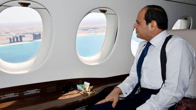 صورة ارشيفية للرئيس المصري السيسي داخل طائرة