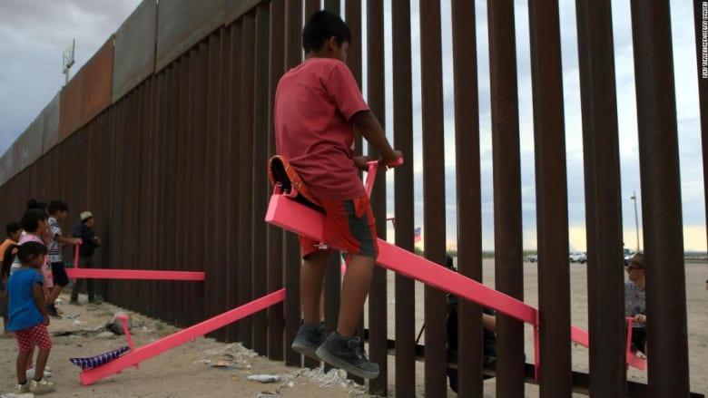 أرجوحة الجدار الفاصل بين الولايات المتحدة والمكسيك تحصد جائزة بيزلي للتصميم لعام 2020