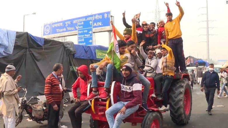 شاهد كيف تحاول الشرطة الهندية منع المزارعين من الوصول الى العاصمة