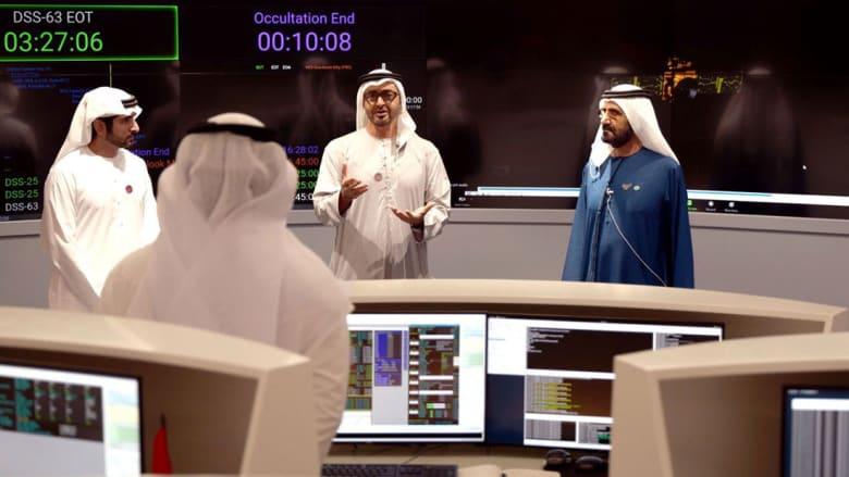 محمد بن زايد ومحمد بن راشد في غرفة التحكم بمسبار الأمل