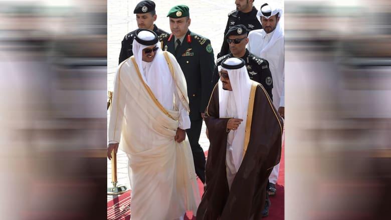 صورة ارشيفية للعاهل السعودي الملك سلمان وأمير قطر العام 2015