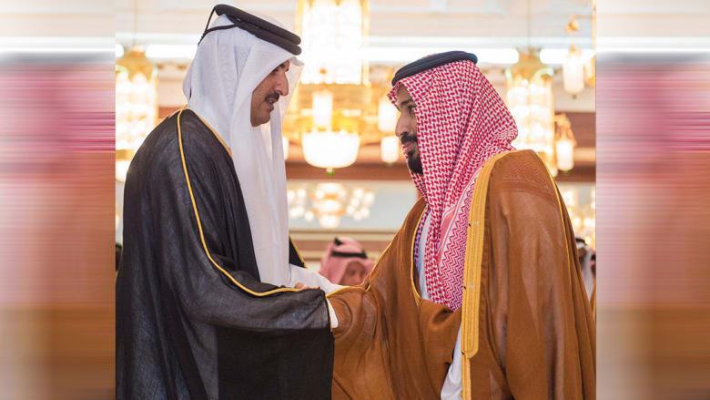 ولي العهد السعودي (يمين) وأمير قطر