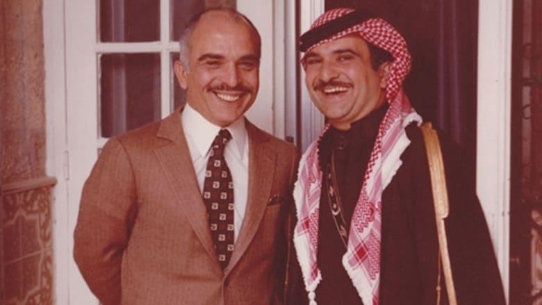 الأمير الحسن بن طلال (يمين الصورة) مع أخيه العاهل الأردني الراحل الملك الحسين بن طلال