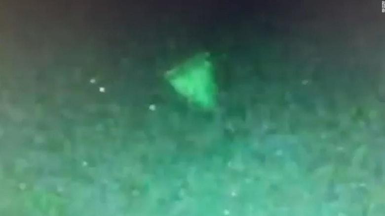 شاهد.. فيديو مسرب لأجسام طائرة غامضة رصدها الجيش الأمريكي.. والبنتاغون: حقيقي