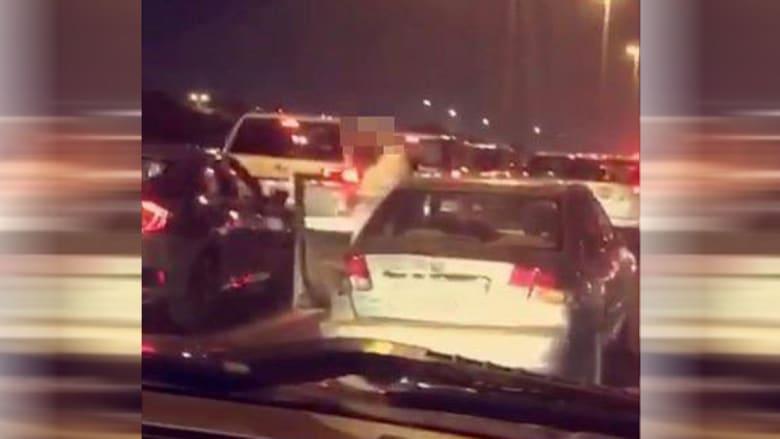 تداول فيديو شخص يصلي منتصف الشارع بالكويت.. والداخلية ترد