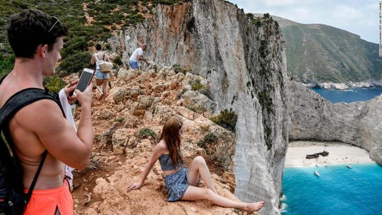 متعطشة للسياح.. إليكم ما تفعله اليونان لجذب المسافرين وسط كورونا