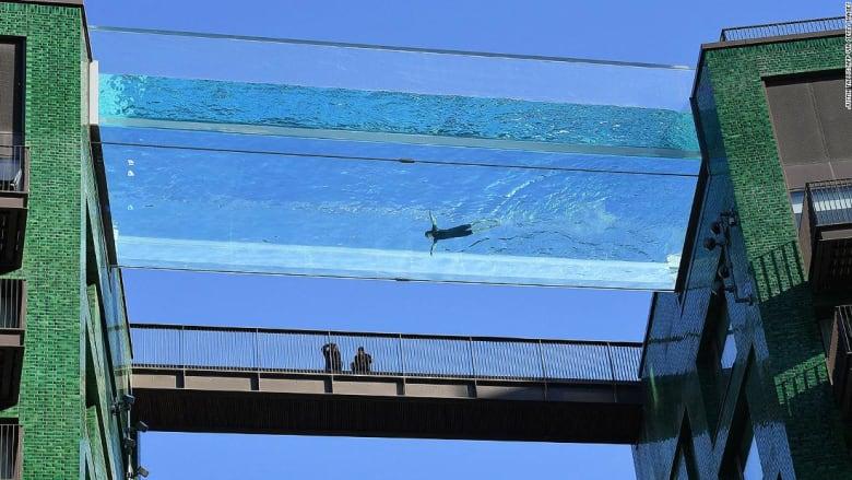 لندن تستعد لافتتاح أول حمام سباحة شفاف معلق في العالم