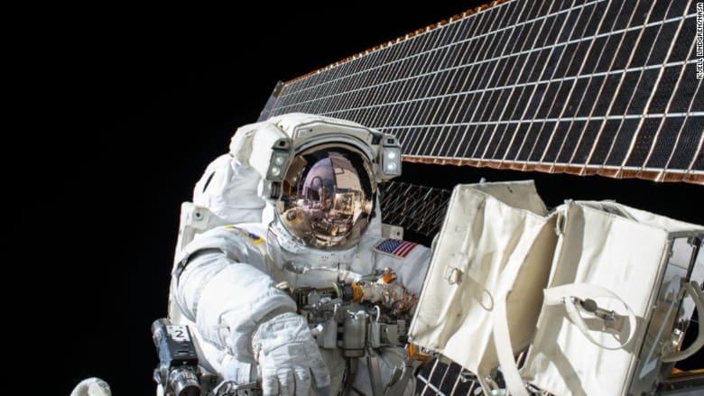 كيف تؤثر الرحلات الفضائية الطويلة على العين البشرية؟