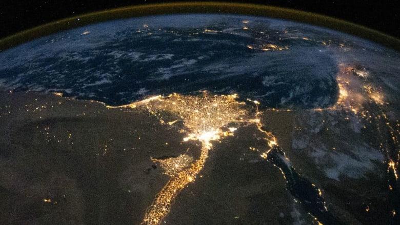 """سفارة أمريكا في مصر تنشر صورة فضائية ليلية للنيل """"وكيف تبدو القاهرة"""""""