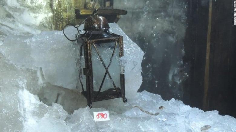 بعد ذوبان الأنهار الجليدية بإيطاليا.. الكشف عن مأوى كهف وقطع أثرية تعود إلى الحرب العالمية الأولى