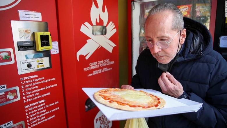 آلة تصنع البيتزا خلال 3 دقائق في شوارع إيطاليا