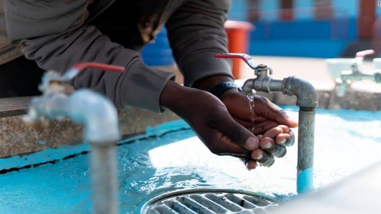 ابتكار لتنقية المياه بقشور جوز المكاديميا في جنوب أفريقيا