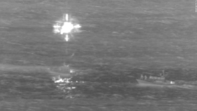 شاهد.. لحظة هبوط طائرة شحن اضطراريا في المياه