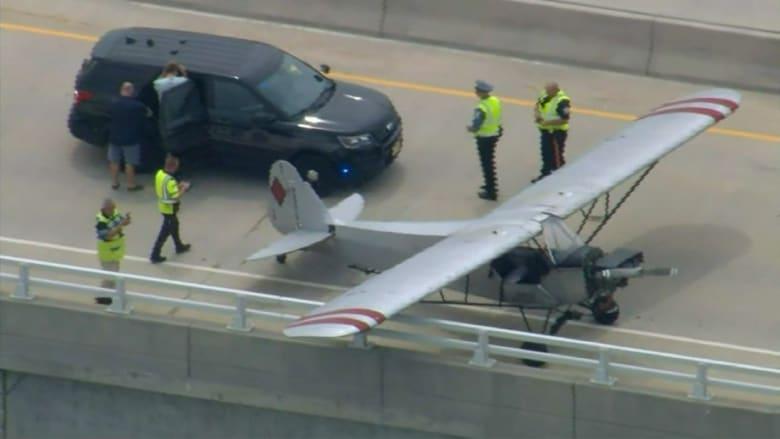كان لديه 5 دقائق فقط.. شاهد مراهق يهبط بطائرة اضطراريا على جسر في أمريكا