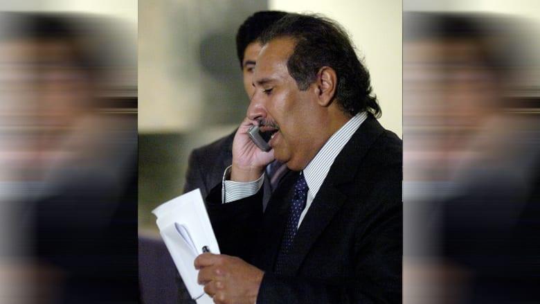 صورة أرشيفية لحمد بن جاسم يتحدث عبر الهاتف