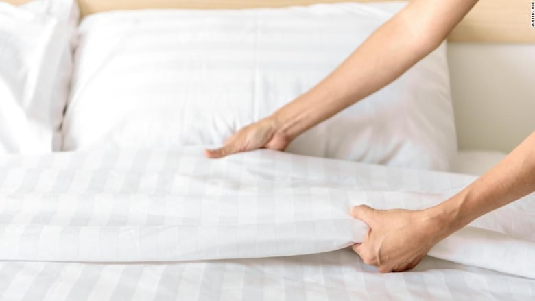 كم مرة يجب أن تغسل ملاءات سريرك؟ أكثر مما تعتقد