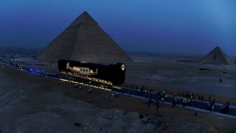 بموكب مهيب من الأهرامات..مركب الملك خوفو يصل إلى المتحف المصري الكبير
