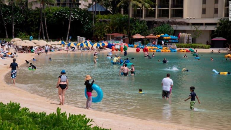 القبض على مسافرين إلى هاواي بتهمة تزوير بطاقات التطعيم ضد كورونا