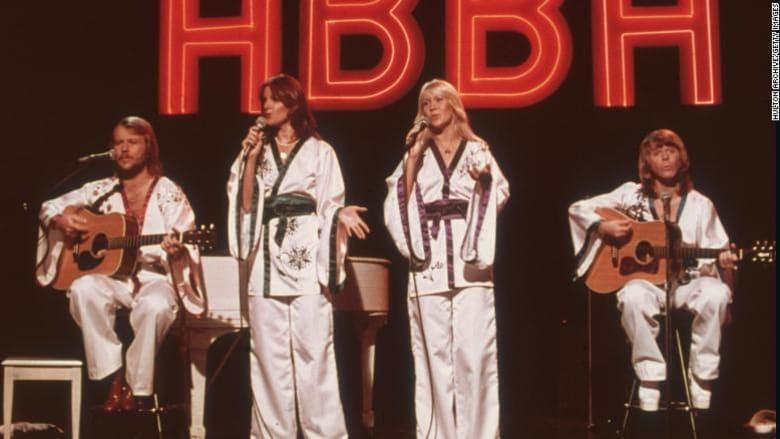 حفل فني لفرقة أبا - ABBA السويدية عام 1975