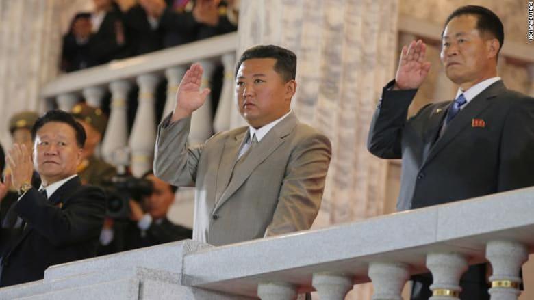 زعيم كوريا الشمالية كين جونغ أون خلال العرض العسكري - 9 سبتمبر/ أيلول 2021