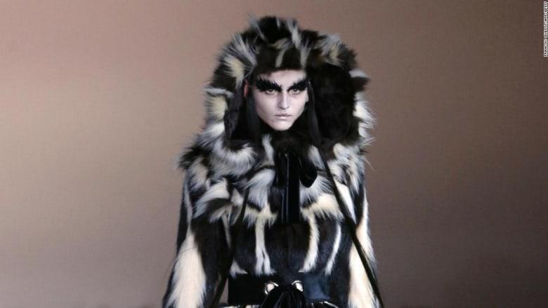 مجموعة أزياء فاخرة تحظر استخدام الفراء في جميع أعمالها بحلول 2022