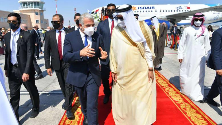من مراسم استقبال لابيد في المنامة