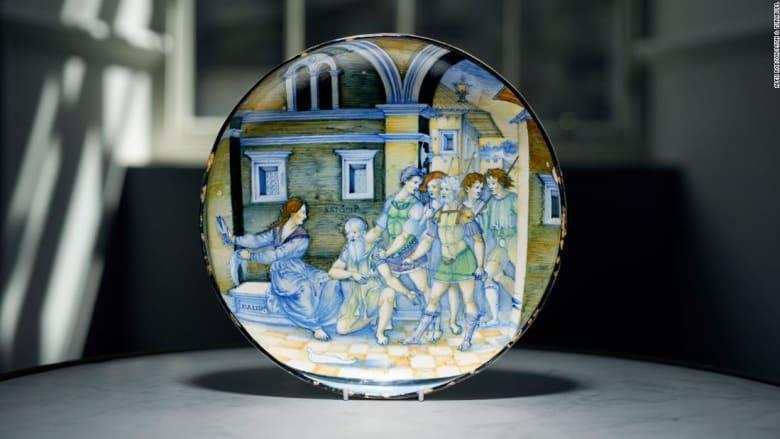 اكتشاف طبق إيطالي نادر من القرن الـ16 في درج تبلغ قيمته 1.7 مليون دولار
