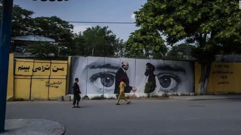 فنانون أفغان يدمرون أعمالهم خوفًا من عقاب طالبان.. شاهد