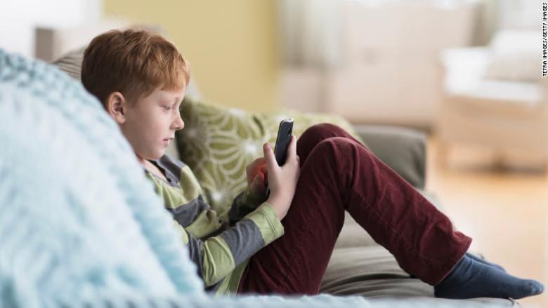 هل يستطيع الأهل تعزيز الوسائط الآمنة للأطفال دون العاشرة؟