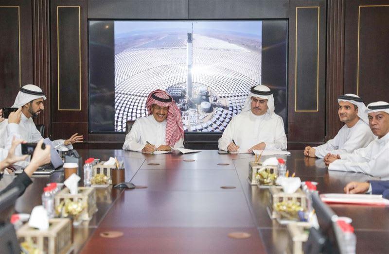 دبي ترفع استثماراتها بمشروع للطاقة الشمسية لـ4.3 مليار دولار