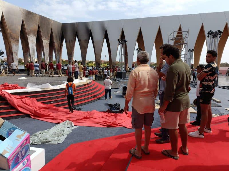 """صورة لحريق ضخم اشتعل الثلاثاء في أحد مرافق مهرجان """"الجونة"""" السينمائي"""