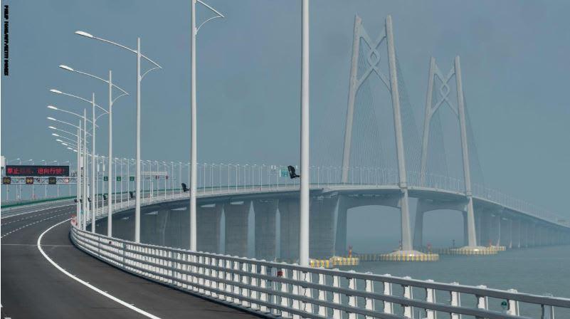 عبور أطول جسر بحري بالعالم ليس سهلاً كما يبدو.. ما السبب؟