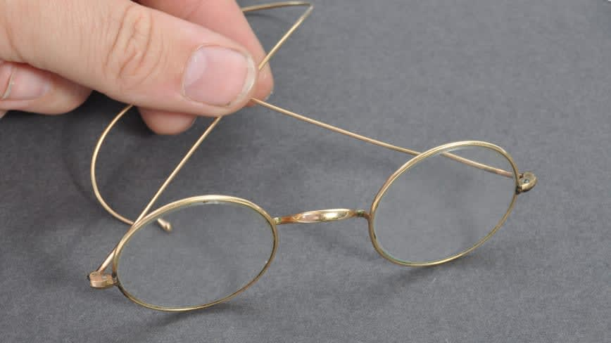 قيمتها تتجاوز 19 ألف دولار..هكذا عثر على نظارة غاندي