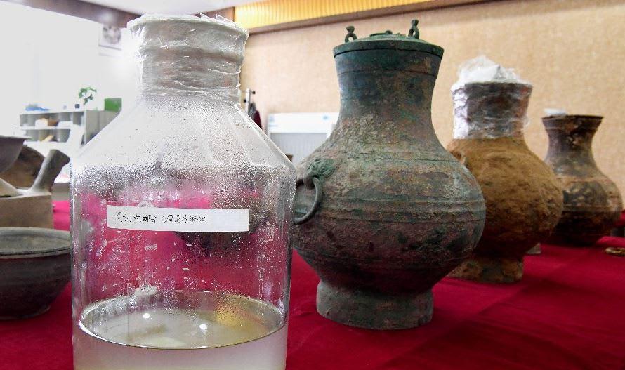 """الصين تعثر على """"إكسير الخلود"""" الأسطوري في مقبرة قديمة"""