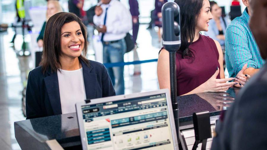 كيف يجتاح نظام التعرف على الوجه المطارات