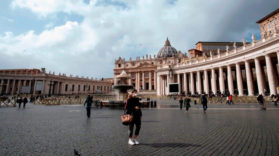 ساحة القديس بطرس في إيطاليا