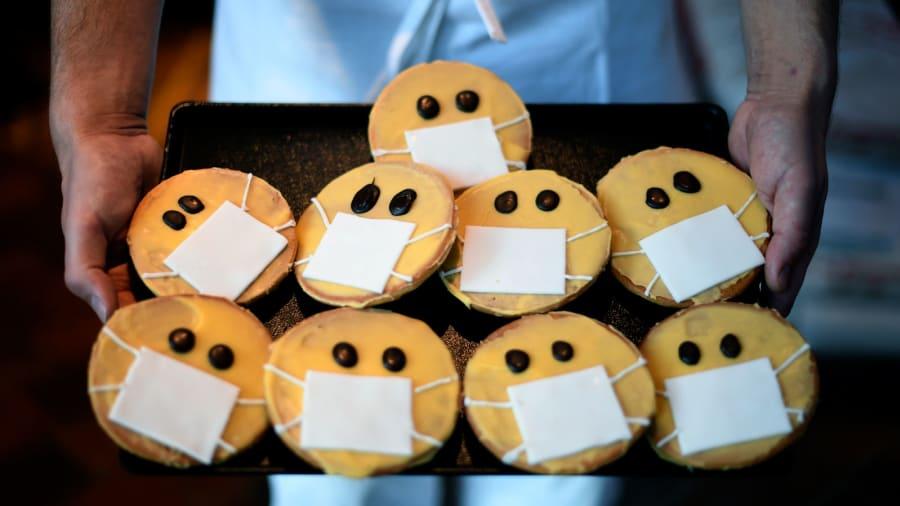 أشكال حلويات ستثير اهتمامك وسط انتشار فيروس كورونا المستجد.. هل تفكر بتناولها؟