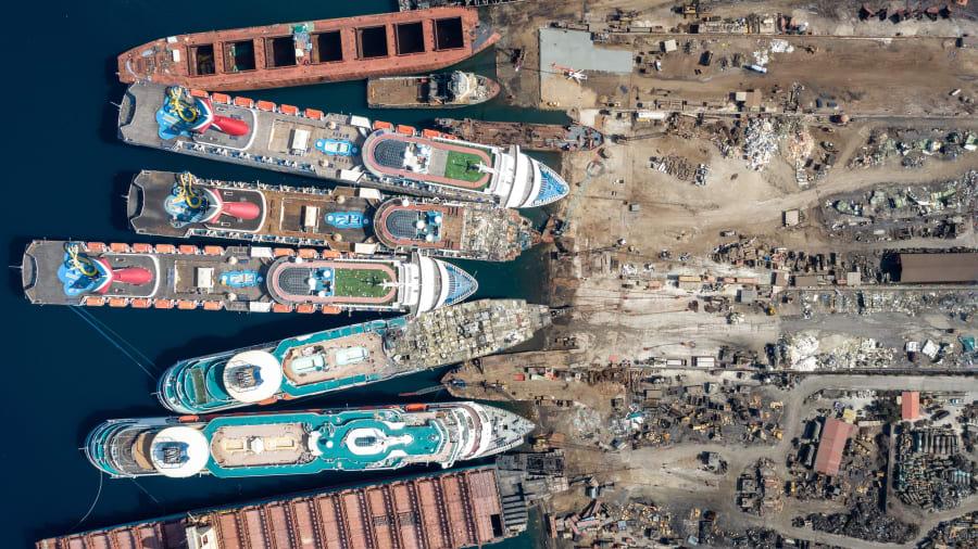 صور جوية تعكس واقعاً مريراً للسفن بظل كورونا