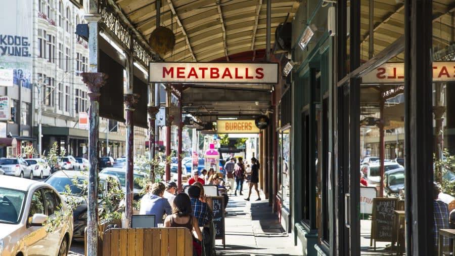 """شارع """"سميث"""" في مدينة ملبورن، أستراليا"""