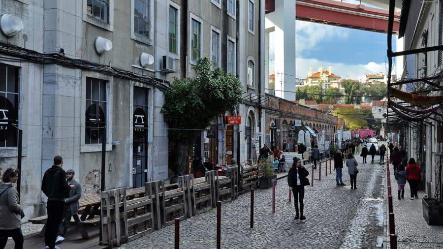 """شارع """"روا رودريغيز دي فاريا"""" في مدينة لشبونة، البرتغال"""