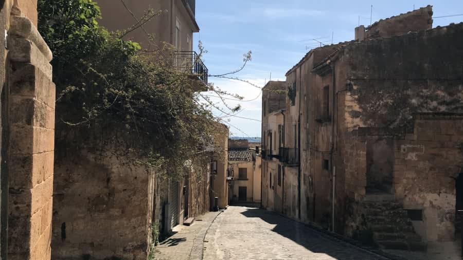 """""""مدينة العظمة"""".. مدينة إيطالية تطرح منازلها في المزاد بـ2 يورو فقط"""
