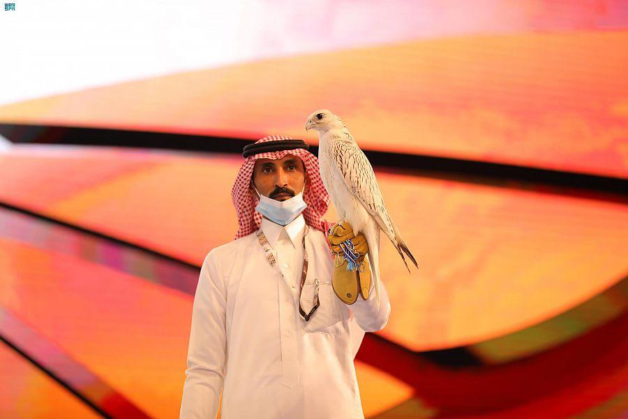 """بالسعودية.. صقر """"نادر الجمال"""" يحقق رقماً قياسياً في المزاد الدولي"""