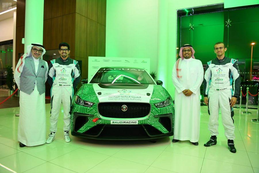 ما هي السيارة التي سيستخدمها الفريق السعودي في فورمولا الدرعية؟