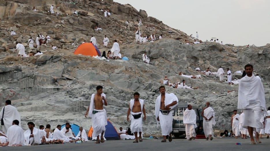 مشاهد للحجاج في السعودية بجمعة يوم عرفة