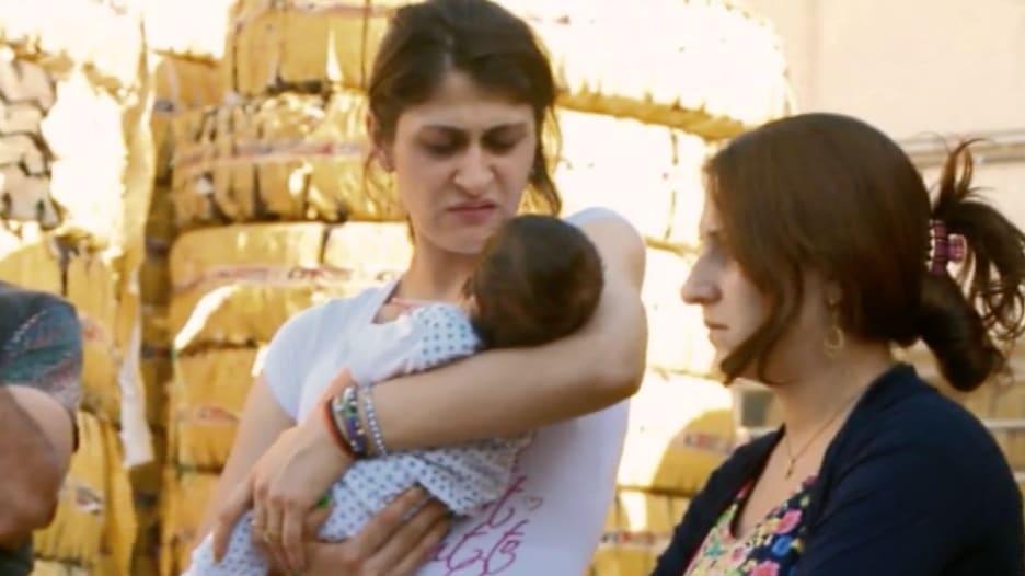 """بالفيديو.. فارون من جحيم داعش من مختلف الديانات يتطلعون إلى """"عطف"""" أهل بغداد"""