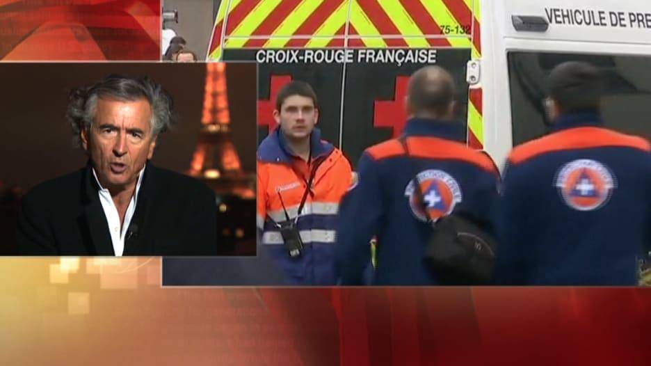 هنري ليفي: بعد هجوم باريس.. لم يعد هناك تفرقة بين المسلم واليهودي أو الكاثوليكي والملحد