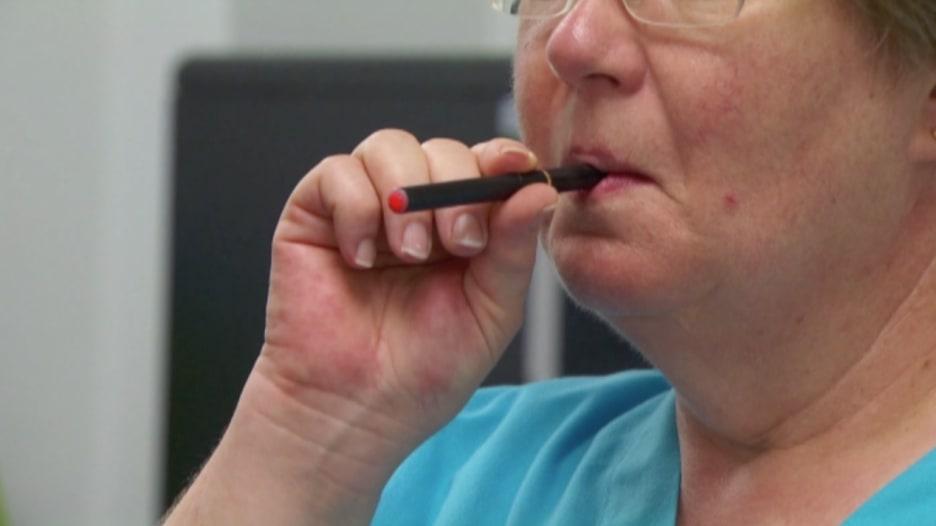 بالفيديو.. ما مدى تأثير إعلانات السجائر الإلكترونية على المدخنين؟