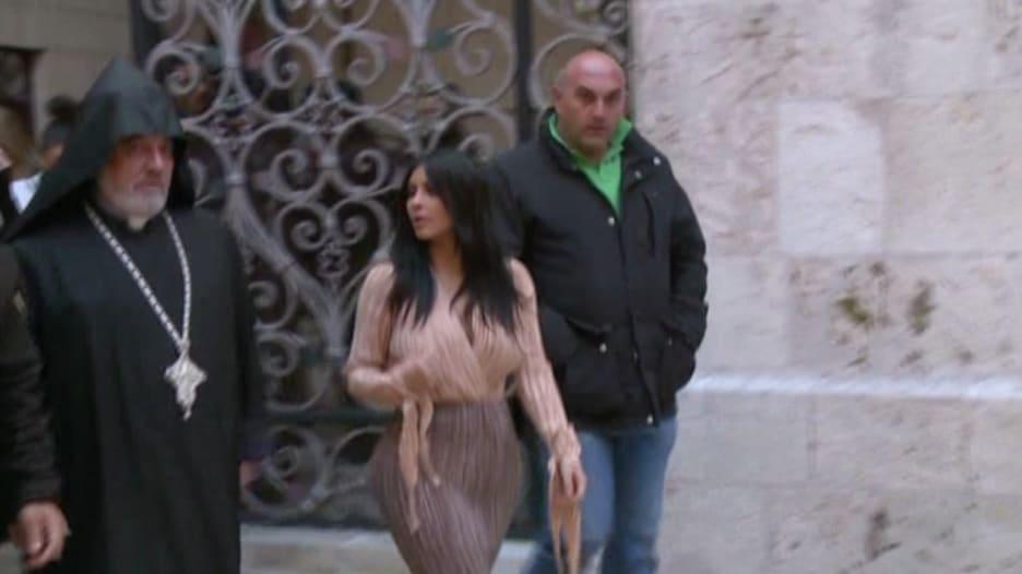بالفيديو.. شاهد زيارة كيم كارديشان للكنيسة الأرمنية في القدس