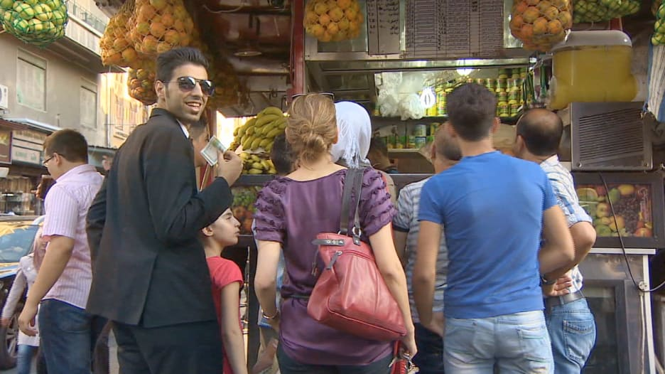 مراسل CNN من قلب دمشق.. كيف هي الحياة داخل الأراضي التي يسيطر عليها نظام الأسد؟