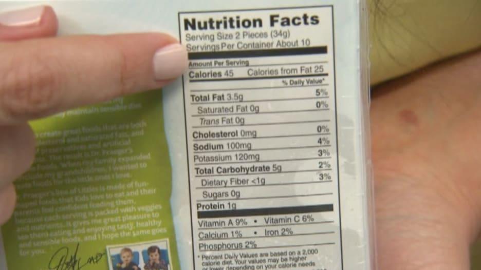بالفيديو.. كيف ينظر أخصائيو التغذية للأطعمة والمشروبات داخل المتاجر؟
